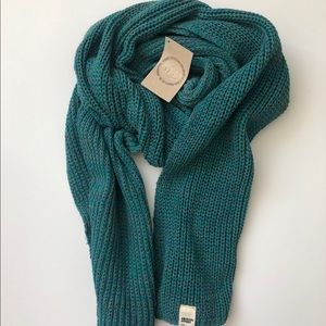American Apparel (AA) NWT turquoise cozy scarf